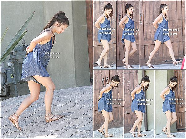 29/05/2013- Vanessa Anne Hudgens à été photographiée par les paparazzis devant chez elle à  Los Angeles