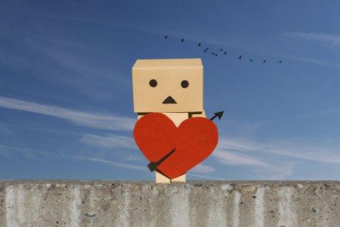 """"""" le vrai amis ce n'est pas celui qui essuie tes larmes , mais qui t'empêche d'en verser ... """""""