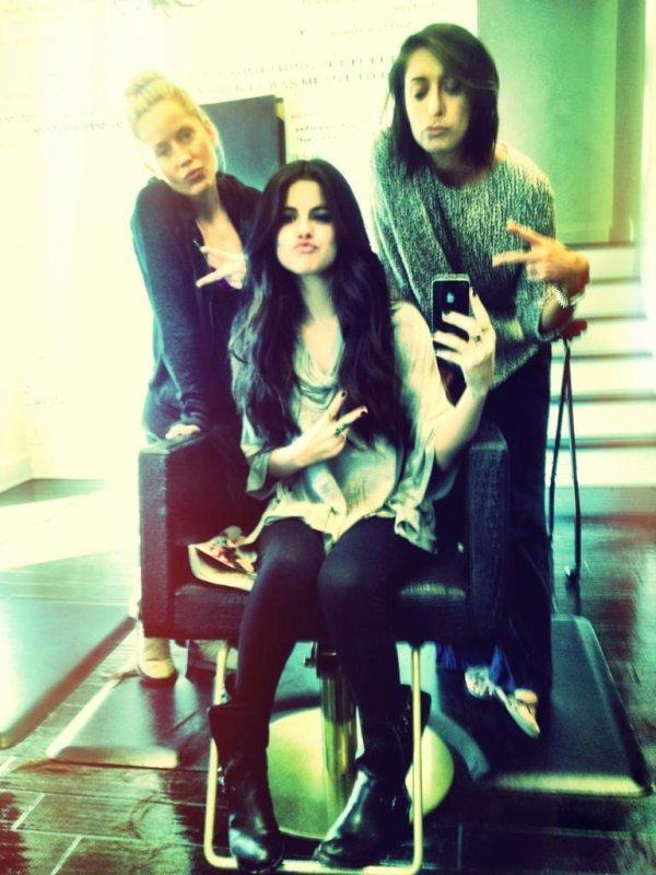 Selena cherchant un appartement à L.A + Twitter !