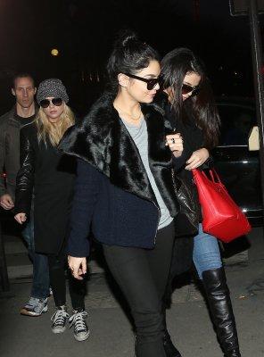 """16/02/13 - Les 3 girls sont allée au resto """"Indo"""" à Paris !"""