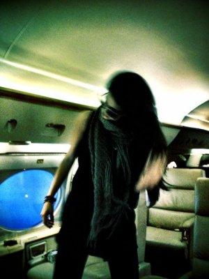 10/03/13 - Selena & co, était dans un avion .. !