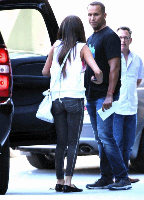 13/05/13 - Notre Selena à été répérée allant au Studio Sony à Burbank en Californie .