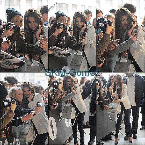 22.05.13 ; Selena est allée à la BBC Radio 1 studios, où il a ensuite donné une courte interview. C'st un GROS TOP & vous ?