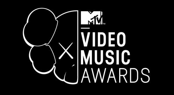 25/08/2013 - Selena était présent au MTV VMA's a New York.
