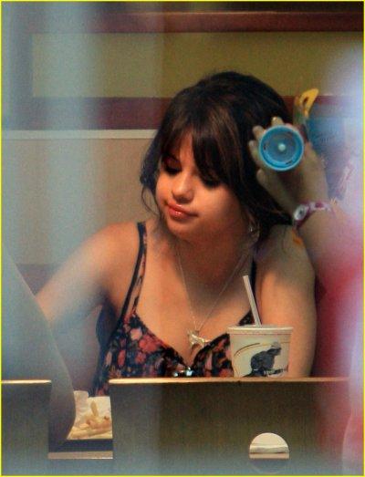 """EXCLU - Selena Gomez : """"Je ne me pèse jamais et je n'ai aucune idée de mon poids"""""""