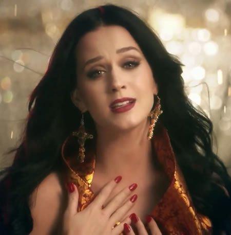 """Katy Perry dévoile le clip de """"Unconditionally"""""""