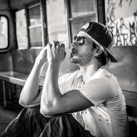 """Enrique Iglesias publiera le single """"Subeme La Radio"""" le 24 février"""
