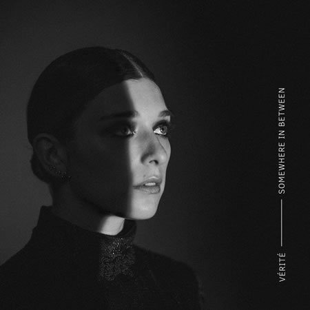 "Vérité publie son premier album ""Somewhere in Between"""