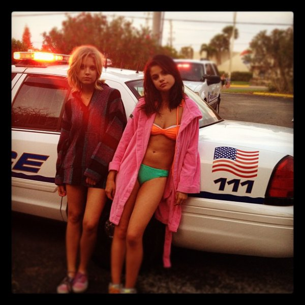 Voici 2 photos que Selly a poste sur son Twitter + Une poste par Ashley Benson sur le tournage de Spring Breakers