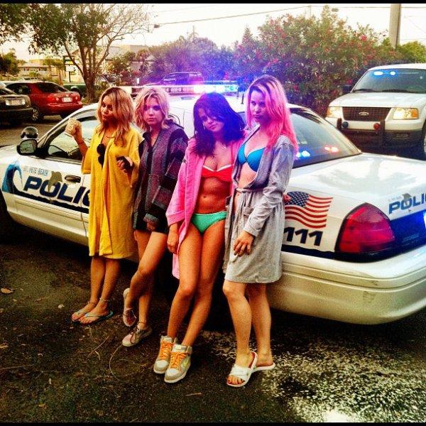 Voici 2 photos que Selly a poste sur son Twitter + Une poste par Ashley Benson sur le tournage de Spring Breakers