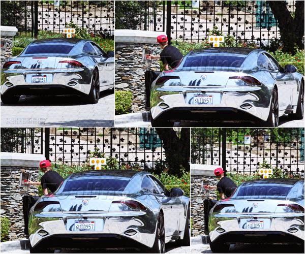 04/05/2012 - Justin a été aperçu au volant de sa voiture!