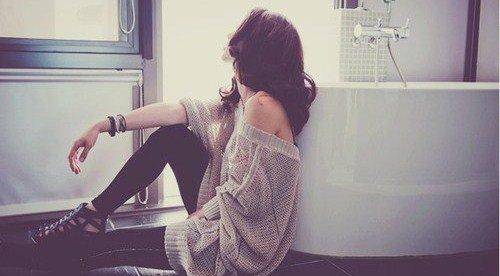 « Je suis le genre de fille qui prétend s'en foutre avec le sourire. »