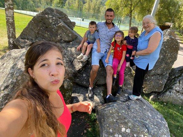 MA PETITE          FAMILLE    PHOTOS PRISENT HIER LE 11 O9 2021