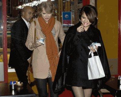 21 Octobre : Selena et son amie Taylor Swift, allant se chercher  une glace à Londres.