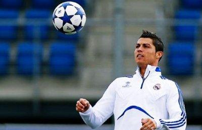 Cristiano a l'entrainement avec le Real      16/03/11