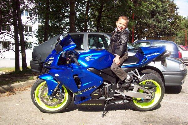 nolan sur la moto de mon beau fils