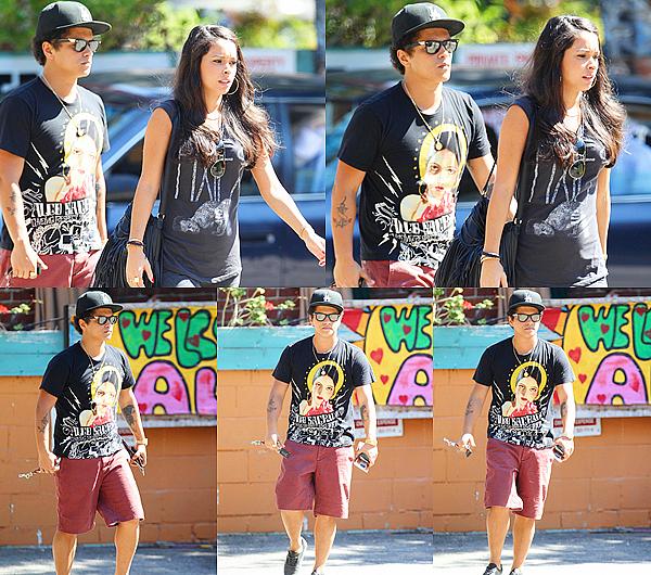 """. 16/09/12 : Bruno ainsi que sa copine Jessica se sont rendu au restaurant """"Pace"""" dans le quartier de Laurel Canyon à LA. il a confirmé sur son twitter qu'il y aura des news le concernant en octobre... un nouveau single ? un album ? ."""