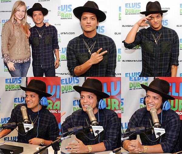 """. 15.10.12 : Bruno qui commence a faire sa promo, s'est rendu à la radio Z100 d'Elvis Duran afin de donner une interview. + Bruno va animer l'émission """"Saturday Night Live""""  le 20 octobre prochain, il va chanter pour la première fois en live      Locked out of Heaven ! ."""
