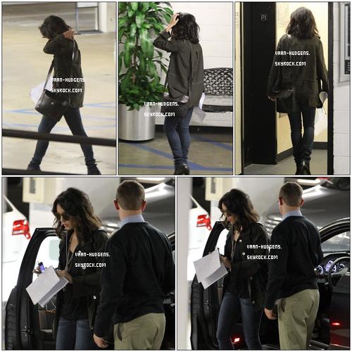 . Mercredi 6 Avril - Vanessa script en main sortant d'un Hotel dans West Hollywood. Tenue : TOP ! .