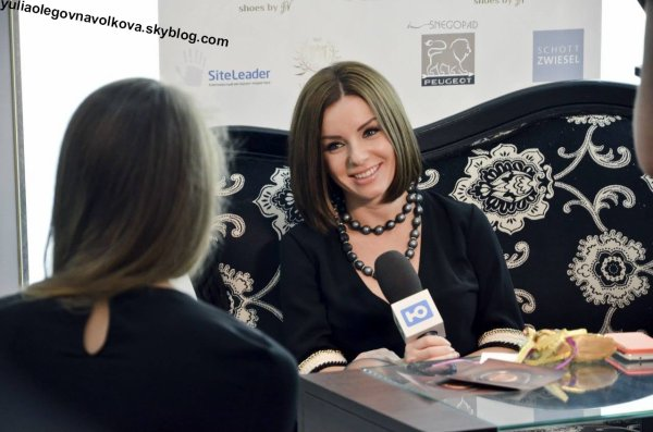 Julia Volkova at the autograph session C&C Shoes by Julia Volkova at Lotte Plaza [04.11.2013]