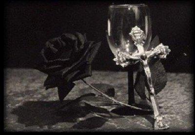 gothique avec rose, rose noire