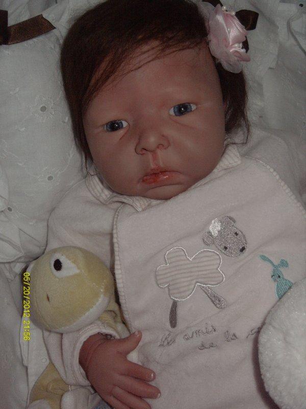 Louna petite princesse adoptée