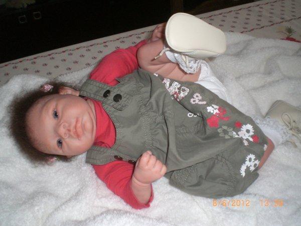 petite fille Suri adoptée