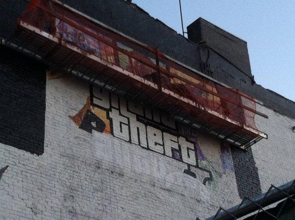 # 31/03/2013 : La jaquette officielle de GTA V, aperçue sur la 7e avenue, dans la ville de New York
