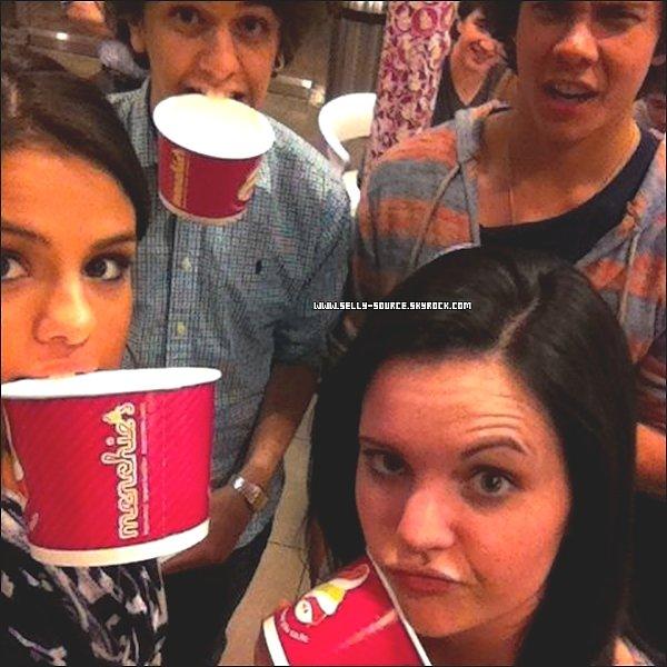 Selena a ajouté une nouvelle photo sur Twitter