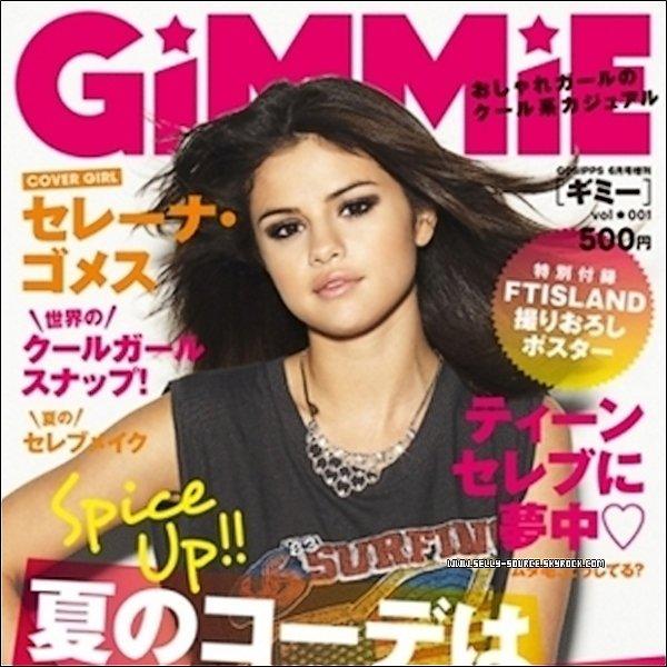 Selena orne la couverture d'un nouveau magazine japonais Gimmie ! Comme vous pouvez le voir dans le magazine a utilisé un nouveau photoshoot