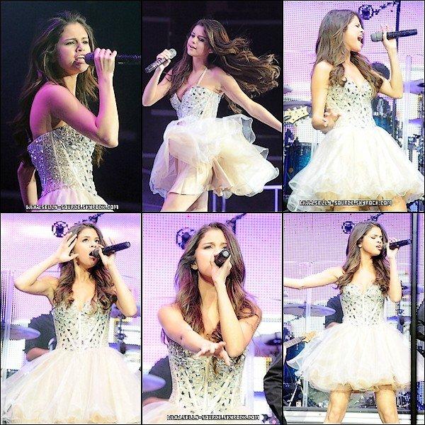 Le 14 Mai : Selena est apparu sur le concert Wango Tango 2011 »de la station de radio Kiss FM 102,7 à Los Angeles, en Californie