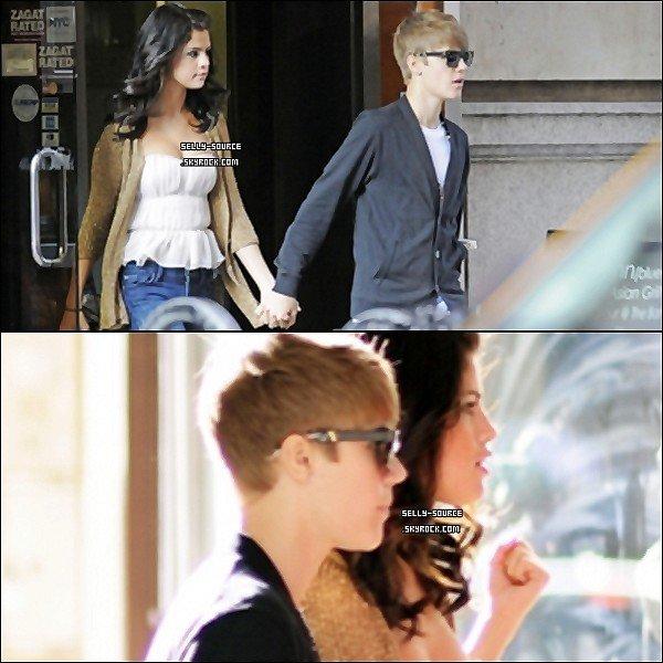 30.06.11 Selena et Justin allant dans un restaurant à New York