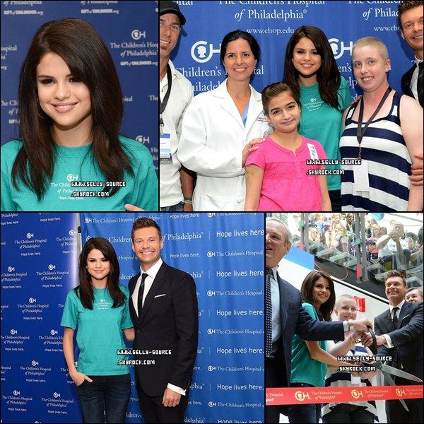 15.07.11 Selena Gomez au lancement de The Voice avec l'animateur Ryan Seacrest.