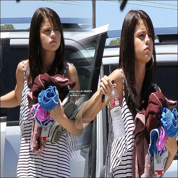 18.07.11 Selena se rend dans un studio