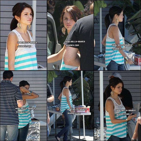 20.07.11 Selena et Justin en voiture à Los Angeles.