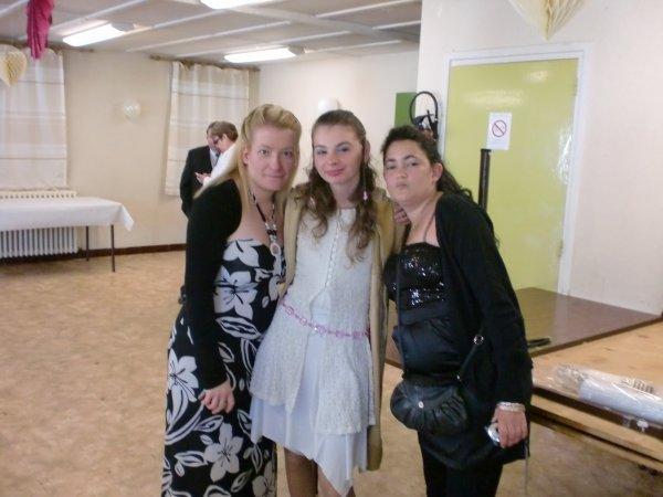 moi et mais 2 amis pour le mariage de ma mere et mon beau pere