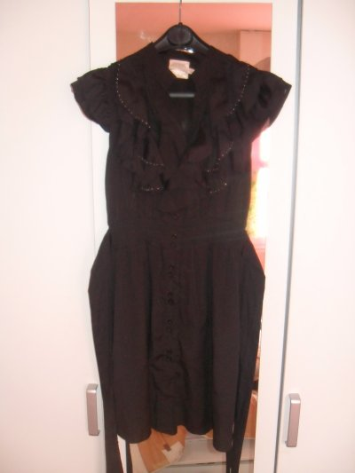 Robe noir neuve avec lien qui se noue dans le dos.