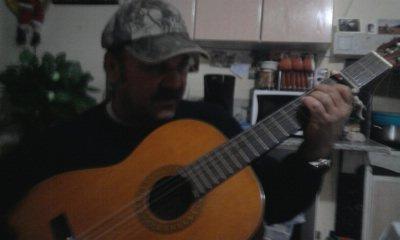 mon grand pere  ki jou de la guitare