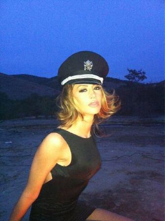 Dafina Zeqiri gjate xhirimeve te spotit:)