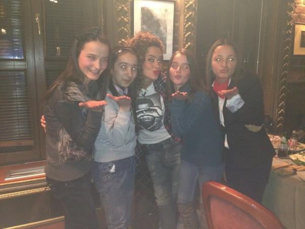 Dafina Zeqiri-takimi me 4 fansat e saj ne PRIVE 'Darka me VIP' sot,me 11/02/2012 te shtunen ne KLAN KOSOVA