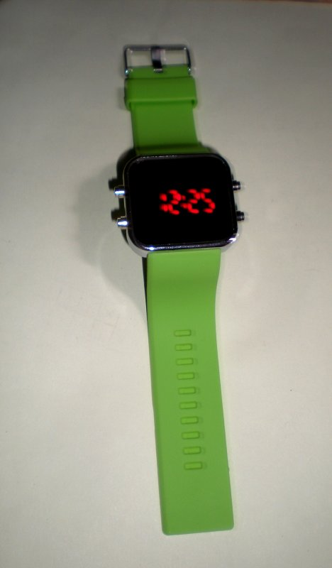 Led Watch Verte Neuf & Emballer : 10¤