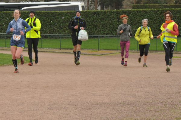 254 coureurs, 70 marcheurs...bref, une belle journée en hommage à Gilbert...et à ''ti'' Claude