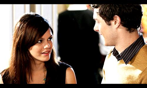Parfois j'ai l'impression que lui et toi, vous vous cherchez les yeux grands ouverts sans jamais vous voir.