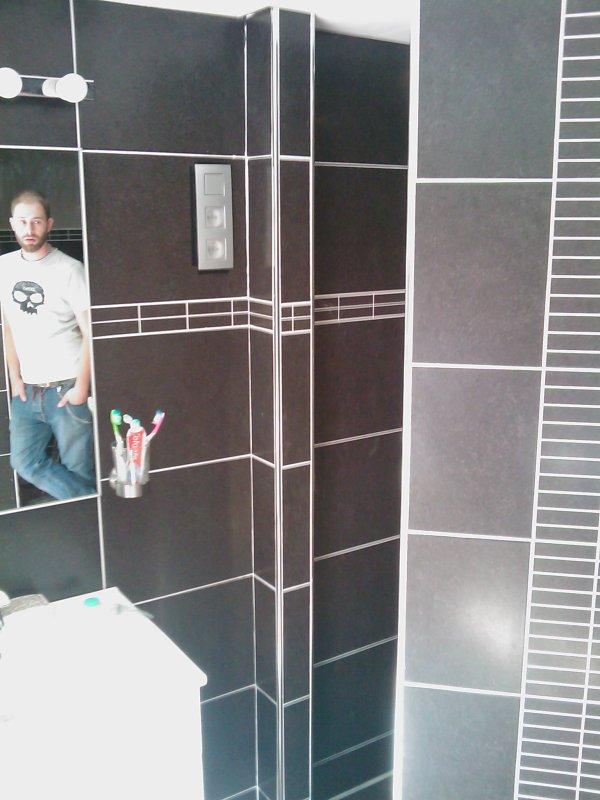 r novation d 39 une salle de bains carrelage mi hauteur caisson autour de la baignoire et douche. Black Bedroom Furniture Sets. Home Design Ideas