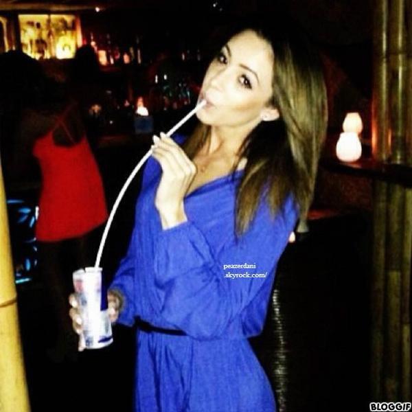 le 1 juin 2013 - Danielle amuser le soir, au Mahiki Club de Londres le samedi soir. Elle était accompagnée de quelques amis dont le chanteur Conor Maynard et la Géorgie Hyson.