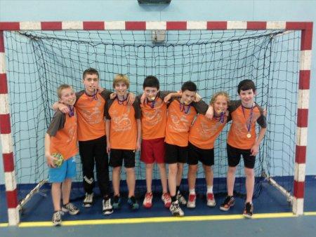 Les benjamins champion départemental en Handball