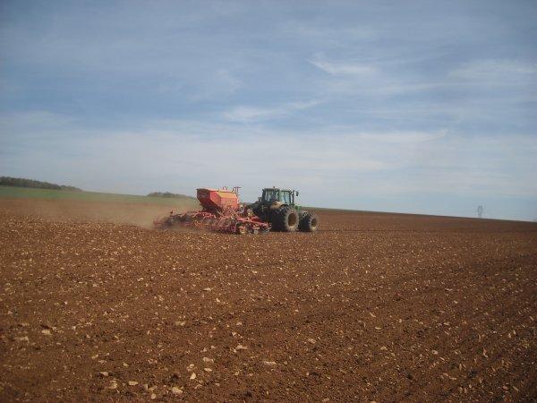 Fin de chantier de semis de maïs en Vaderstadt fin.