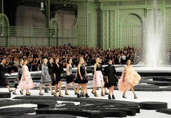 Petit aperçu du défilé Chanel printemps-été 2011