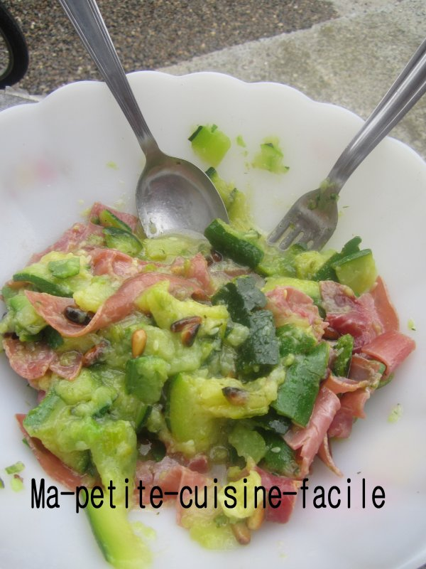 Salade courgettes, pignons de pin & jambon aoste