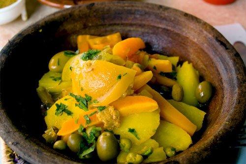 Tajine de poulet aux citrons et aux olives